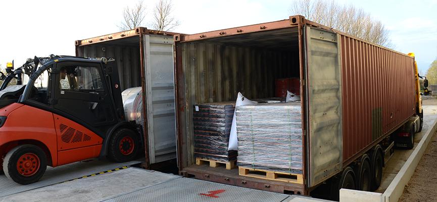 ЛогистикаT-REX | Товарната рампа е с капацитет на разтоварване два камиона едновременно